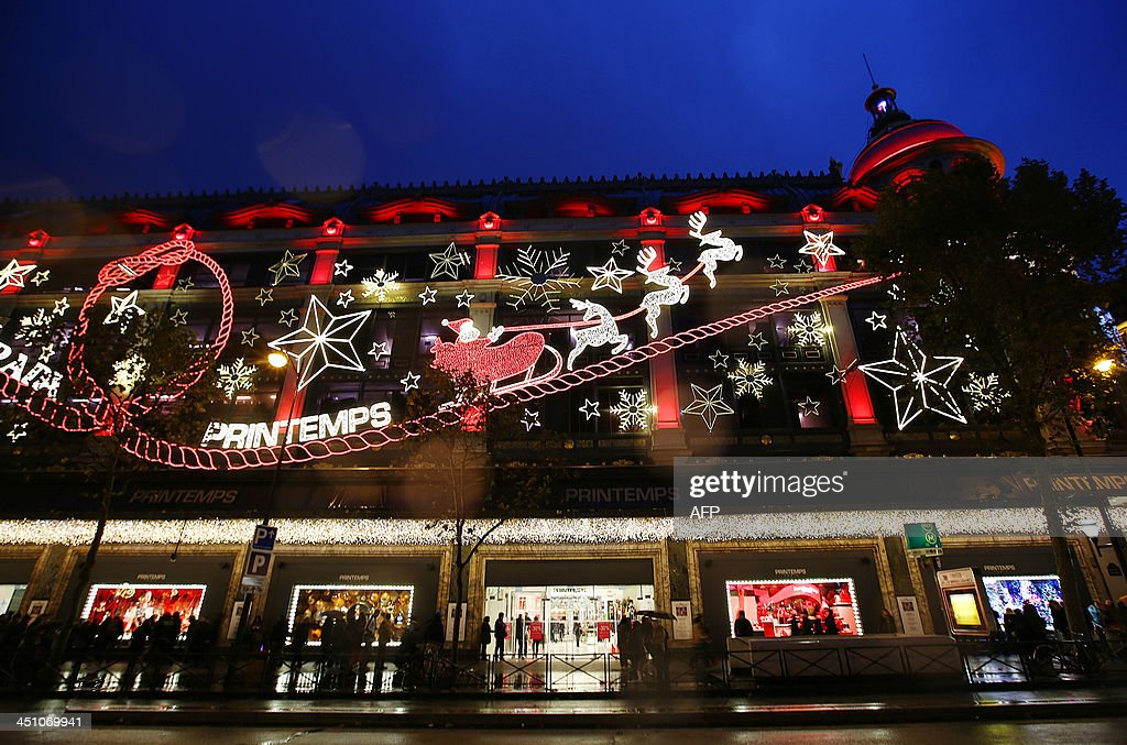 A photo taken on November 21, 2013 shows a Parisian department store with Christmas decoration. AFP PHOTO/ Marion Ruszniewski
