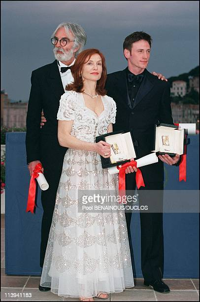 Photocall 54th Cannes Film Festival Awards In Cannes France On May 20 2001Michael Hankeke Isabelle Hupert Benoit Magimel
