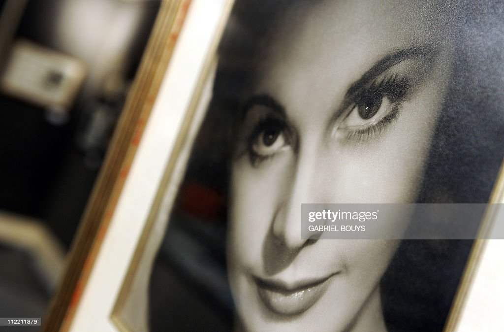 A photograph signed by Vivien Leigh is seen at Bonhams and Butterfields on April 14, 2011 in Los Angeles, California, during a preview before an auction on April 20. The photograph is estimated USD 1,500 - USD 2,000. AFP PHOTO / GABRIEL BOUYS