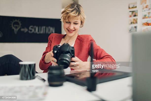 Fotografen, die Fotos auf Ihrer Kamera.
