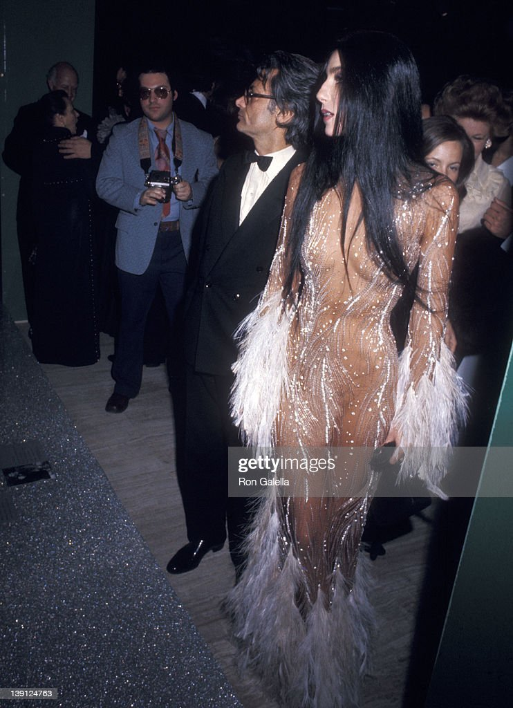Photographer <a gi-track='captionPersonalityLinkClicked' href=/galleries/search?phrase=Richard+Avedon&family=editorial&specificpeople=657819 ng-click='$event.stopPropagation()'>Richard Avedon</a> and singer Cher attend The Metropolitan Museum of Art's Costume Insitute Gala Exhibition 'Romantic and Glamorous Hollywood Design' on November 20, 1974 at The Metropolitan Museum of Art in New York City.