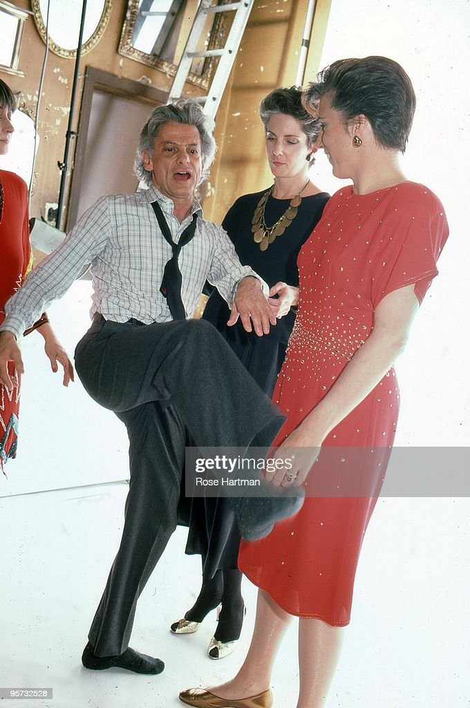 Photographer Richard Avedon dancer Twyla Tharp and friends pose for a portrait in Avedon's NY photo studio in 1985 in New York City New York