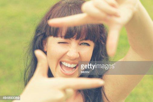 Donna framing con immaginabile telecamera (xxxl)
