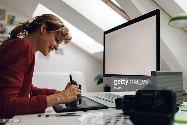 Fotografen arbeiten In Ihrem Büro