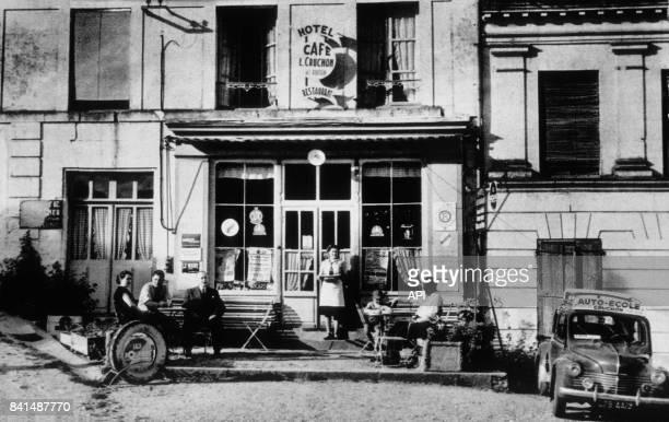 Photographie de la devanture de l'hôtel café restaurant et autoécole L Cruchon