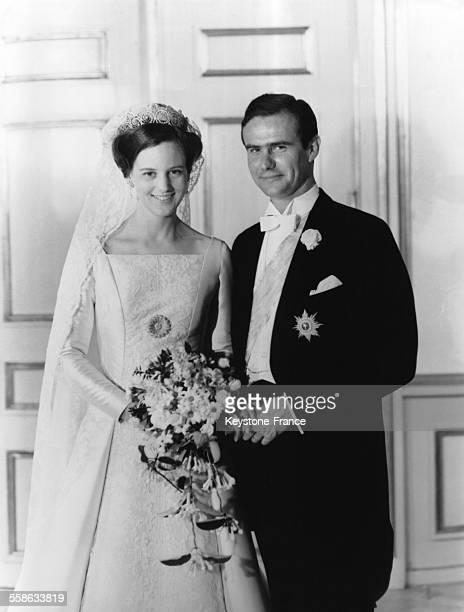 Photographie officielle du mariage de la Princesse Margrethe et du Prince Henrik en juin 1967 a Copenhague Danemark