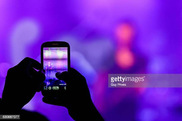 Photographing a concert with a smart phone