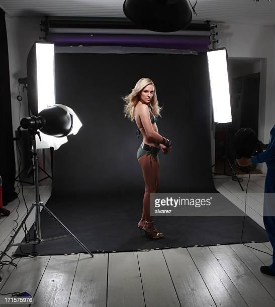 Photoshooting mit schönen Frau