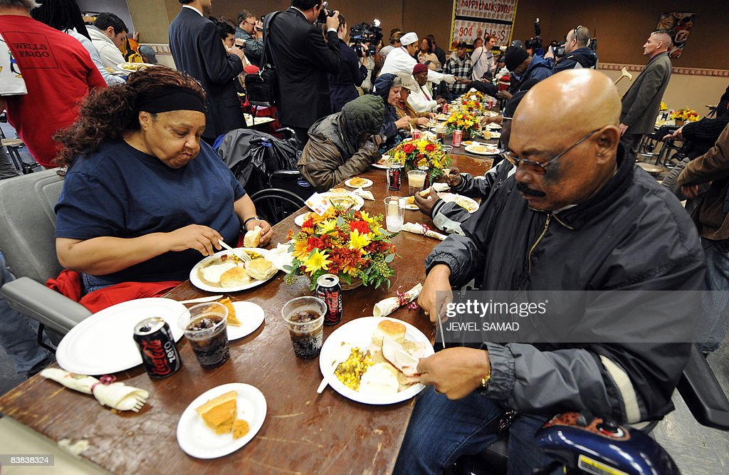 La mission and anne douglas center 39 s thanksgiving meal for for What do people eat on thanksgiving