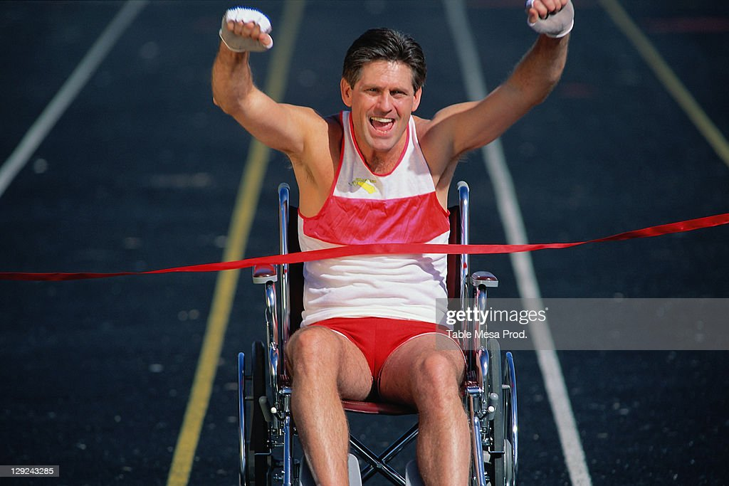 PERBE088 Physically challenged man at track finish : Stock Photo