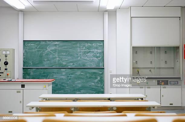 図は、黒板に物理学