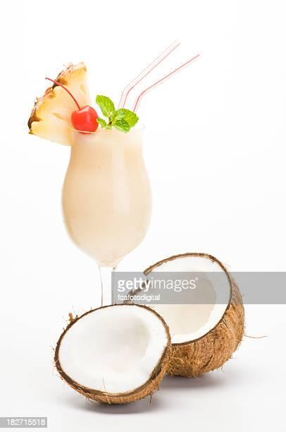Piña Colada mit Kokosnuss.