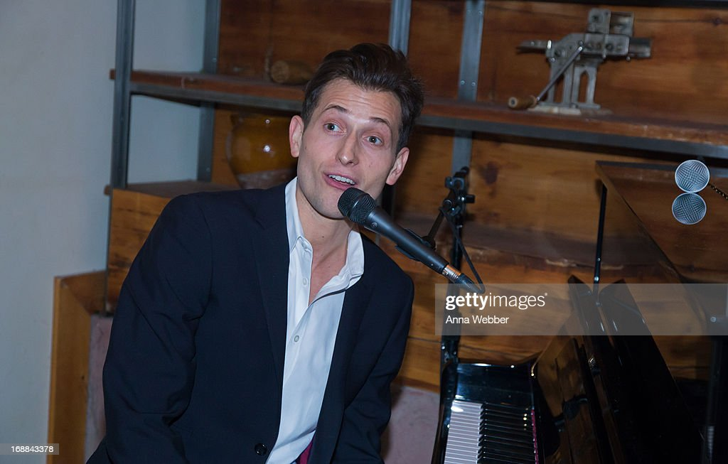 Pianist <a gi-track='captionPersonalityLinkClicked' href=/galleries/search?phrase=Peter+Cincotti&family=editorial&specificpeople=218083 ng-click='$event.stopPropagation()'>Peter Cincotti</a> performs during ELLE & Tod's Celebrate Kerry Washington at Il Buco Alimentari & Vineria on May 15, 2013 in New York City.