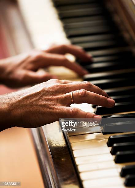 Piano les mains