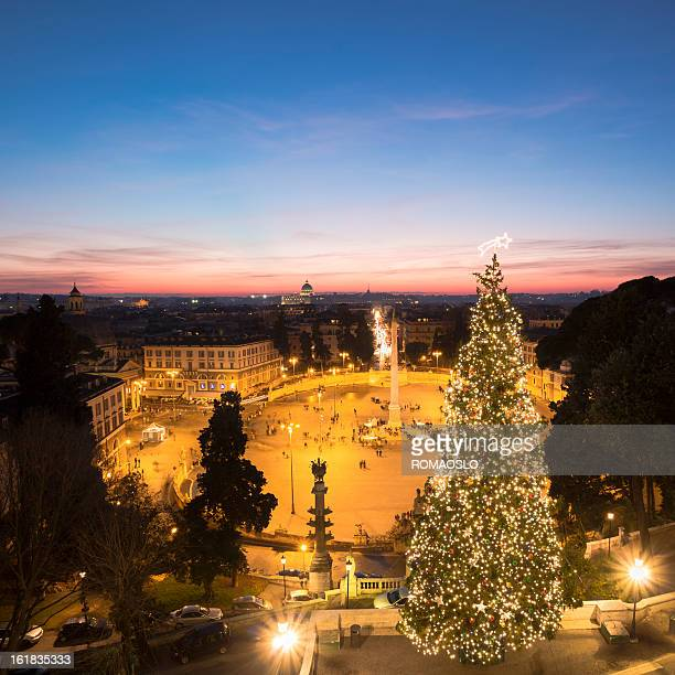 Piazza del Popolo e albero di Natale a Roma, Italia