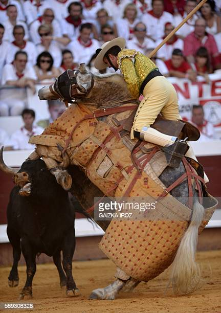 A picador and his horse vie with a Jandilla bull during the Dax Feria at the arena in Dax southwestern France on August 12 2016 / AFP / GAIZKA IROZ