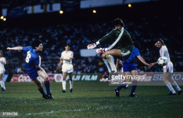 Pichi Alonso of Barcelona scores a goal but the goal is disallowed during the European Cup Final between Steaua Bucharest and Barcelona held on May 7...
