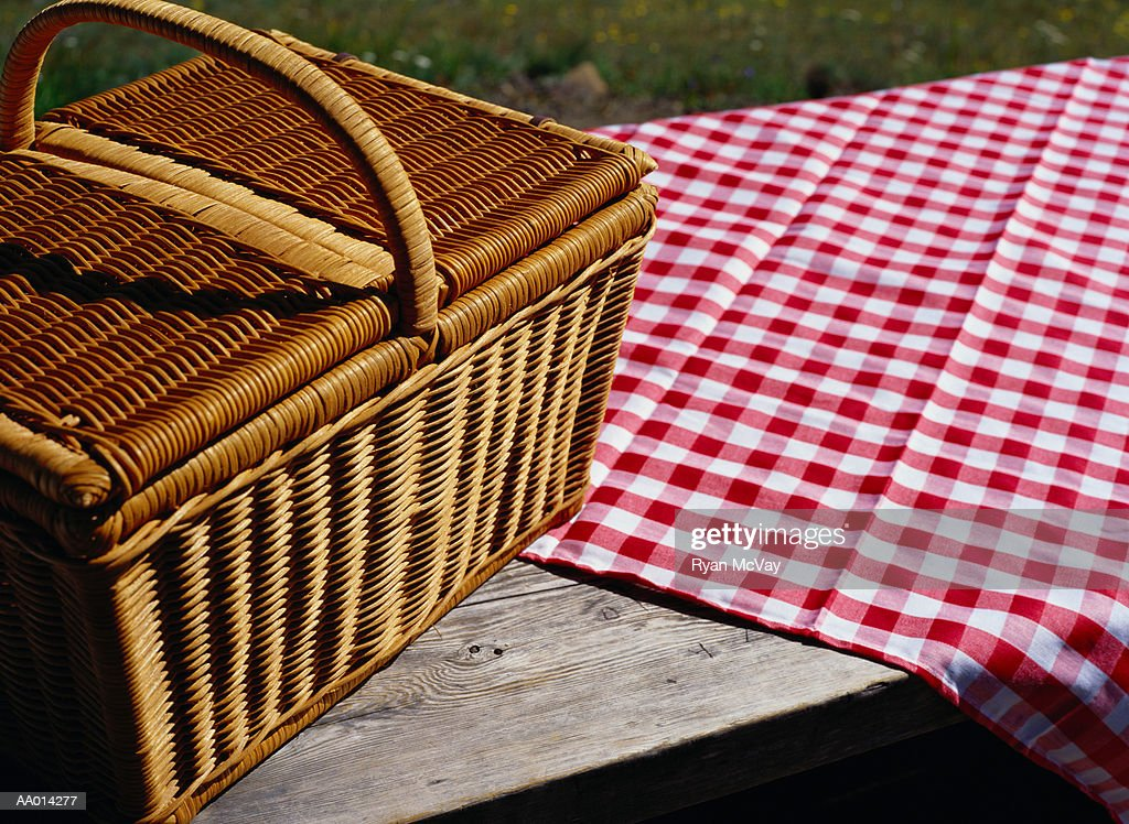 Picnic Basket And Tablecloth On A Picnic Table : Stock Photo
