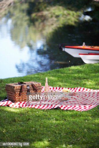 Picnic Hamper And Rug By Lake Seattle Washington Usa Stock