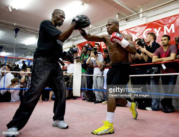 Picture by Daniel Hambury Floyd Mayweather Jnr pictured during his public work out at Peacock Gym Canning Town London