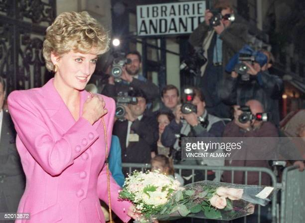 Picture dated 14 November 1992 of Princess Diana leaving the first antiAIDS bookshop in Paris Diana Princess of Wales died in hospital early 31...