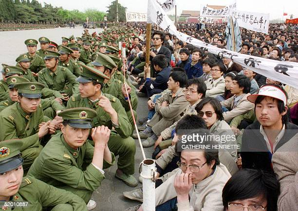 Picture dated 22 April 1989 shows several hundred of 200000 prodemocracy student protesters face to face with policemen outside the Great Hall of the...