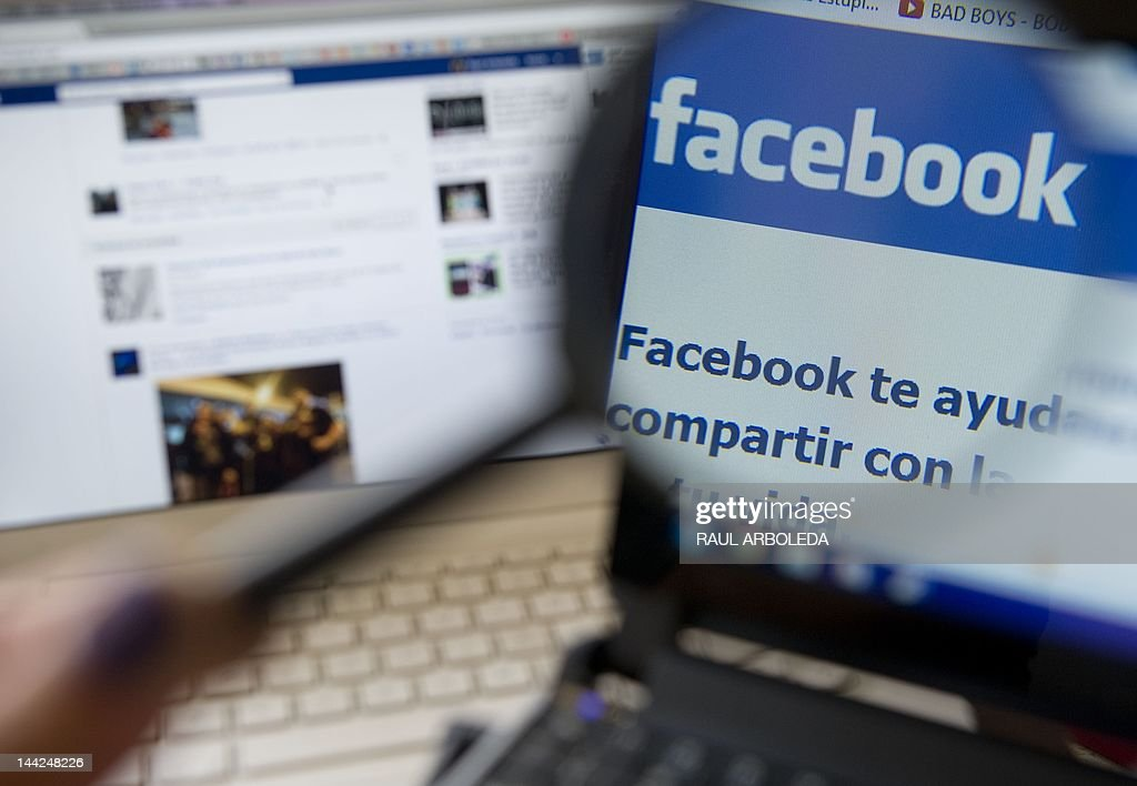 Picture of a magnifying glass on the homepage of Facebook website in Spanish language, taken in Medellin, Antioquia department, Colombia on May 12, 2012. AFP PHOTO/Raul ARBOLEDA
