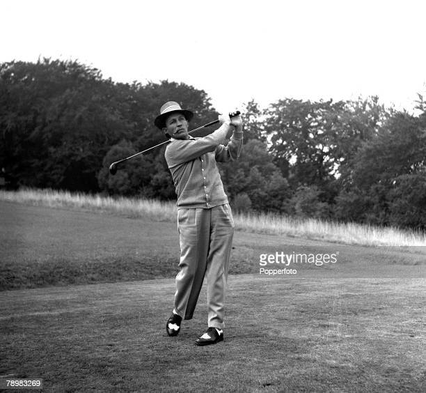 1952 A picture of American actor and singer Bing Crosby playing golf