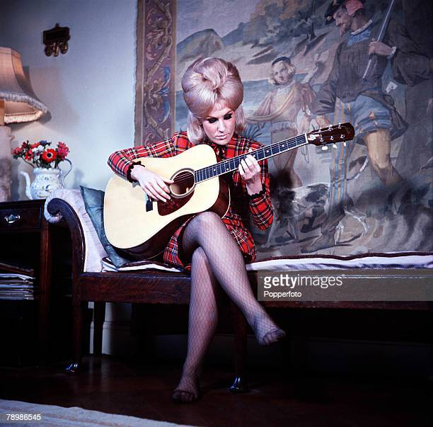1963 A picture of British singer Dusty Springfield playing the guitar
