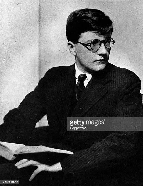 a biography of dmitri shostakovich a russian composer Dmitri dmitrievich shostakovich was a soviet composer who, after prokofiev's death in 1953, stood quite alone at the summit of soviet russian music.