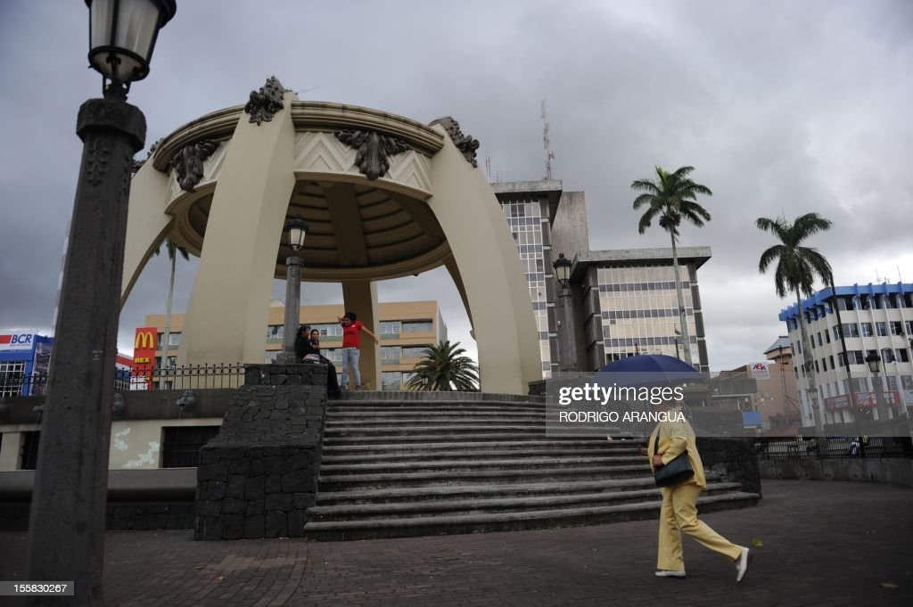Picture of the Central Square in downtown San Jose, Costa Rica, taken on November 8, 2012. AFP PHOTO/Rodrigo ARANGUA /
