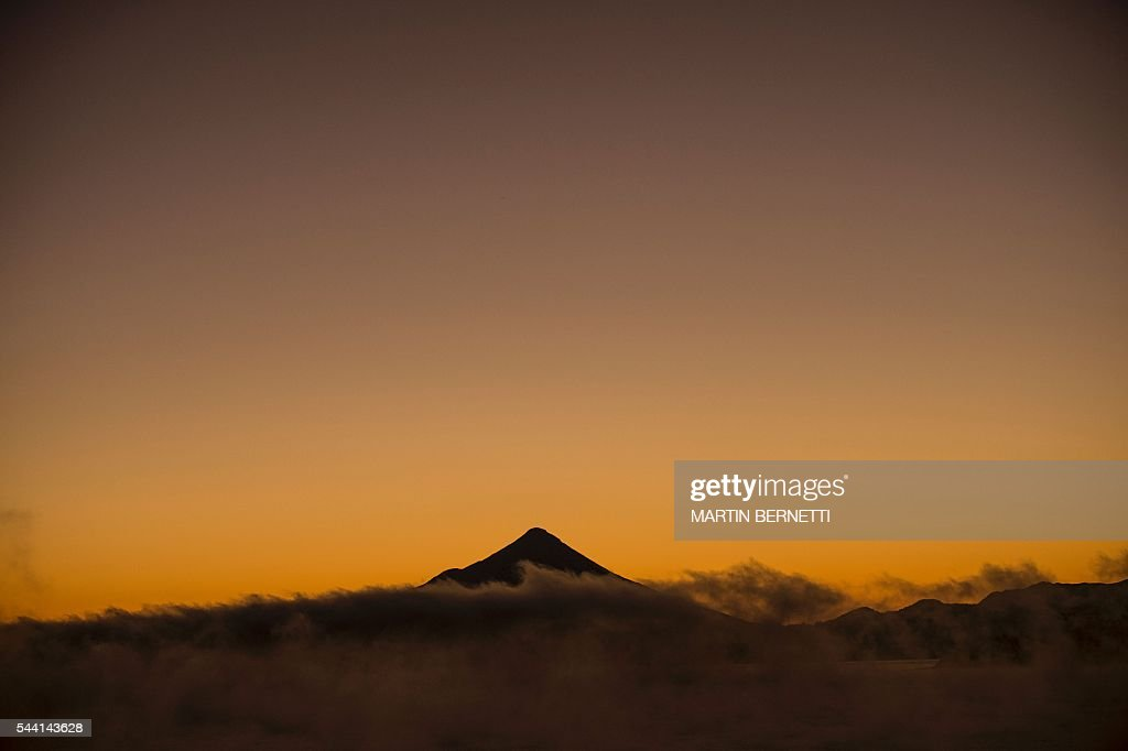 Picture of the Osorno Volcano seen from Puerto Varas, 1150 km south of Santiago, Chile, on July 1, 2016 as the XI Pacific Alliance Summit is being held here. / AFP / MARTIN