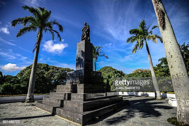 Picture of the statue of Venezuela's national hero Simon Bolivar at Ezequiel Zamora park in Caracas taken on January 11 2017 / AFP / JUAN BARRETO