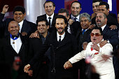 Spanish actor of the film 'The 33' Rodrigo Santoro poses in Santiago on August 02 2015 amidst the 33 miners who remained trapped in a mine at a depth...
