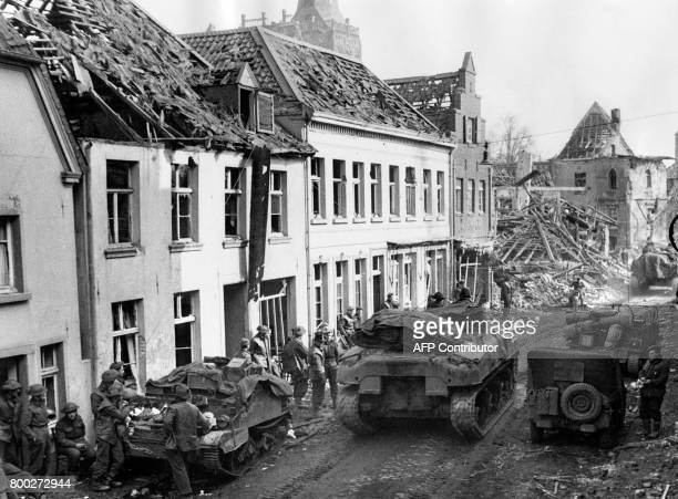 Picture released on March 13 1945 of British troops in the wrecked streets of Xanten after bombings during the Second World War / AFP PHOTO / PLANET...