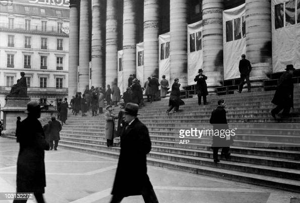 Picture released on November 1935 of traders in front of Palais Brongniart at the Stock Exchange in Paris