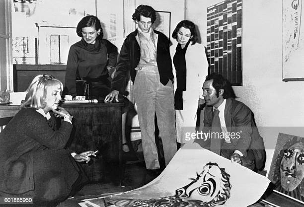 Picture released on September 10 1976 of artist Pablo Picasso's children and heirs meeting at the Marseille court to identify the paintings stolen in...