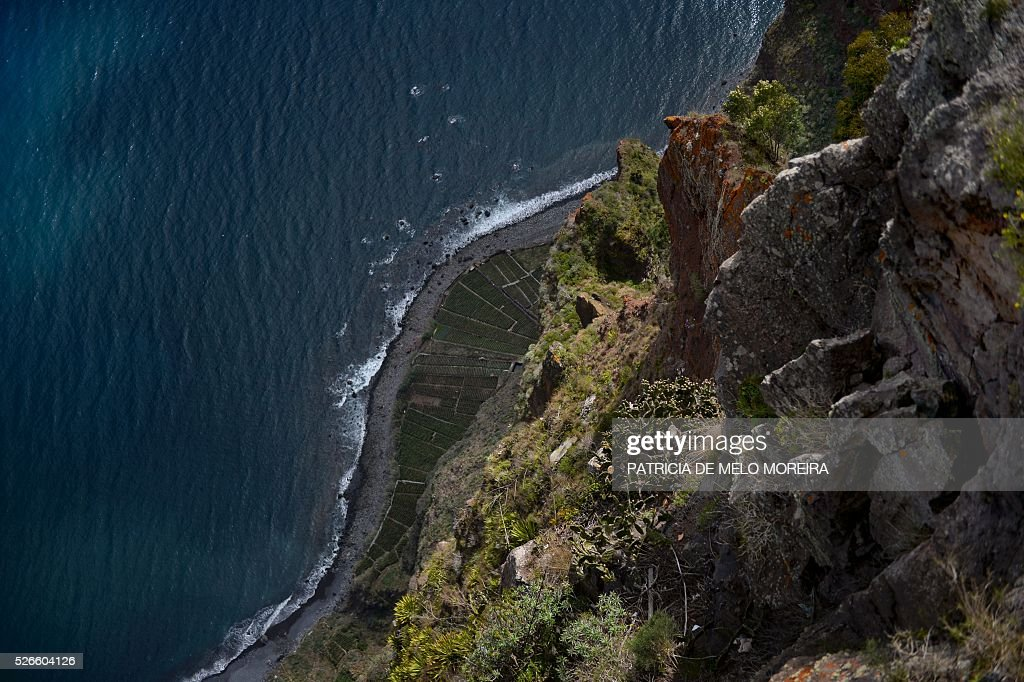 Picture shows a cliff in Cabo Girao photographed from a lookout in Camara de Lobos, Madeira island on April 30, 2016. / AFP / PATRICIA