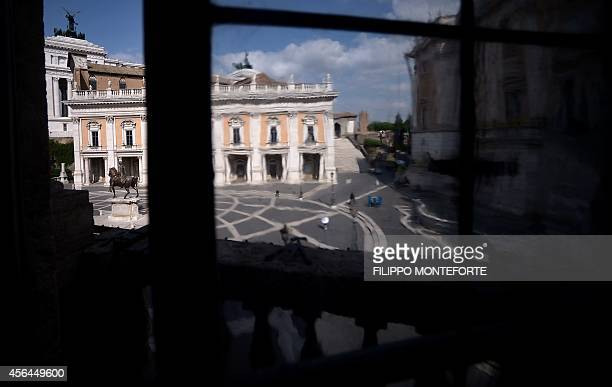 A picture shows a copy of the equestrian statue of Marcus Aurelius at the Campidoglio early on October 1st 2014 in Rome AFP PHOTO / FILIPPO MONTEFORTE