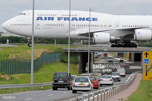 Picture shows a French airline Air France plane at Roissy Charles de Gaulle airport outside Paris on August 26 2010 AFP PHOTO BORIS HORVAT