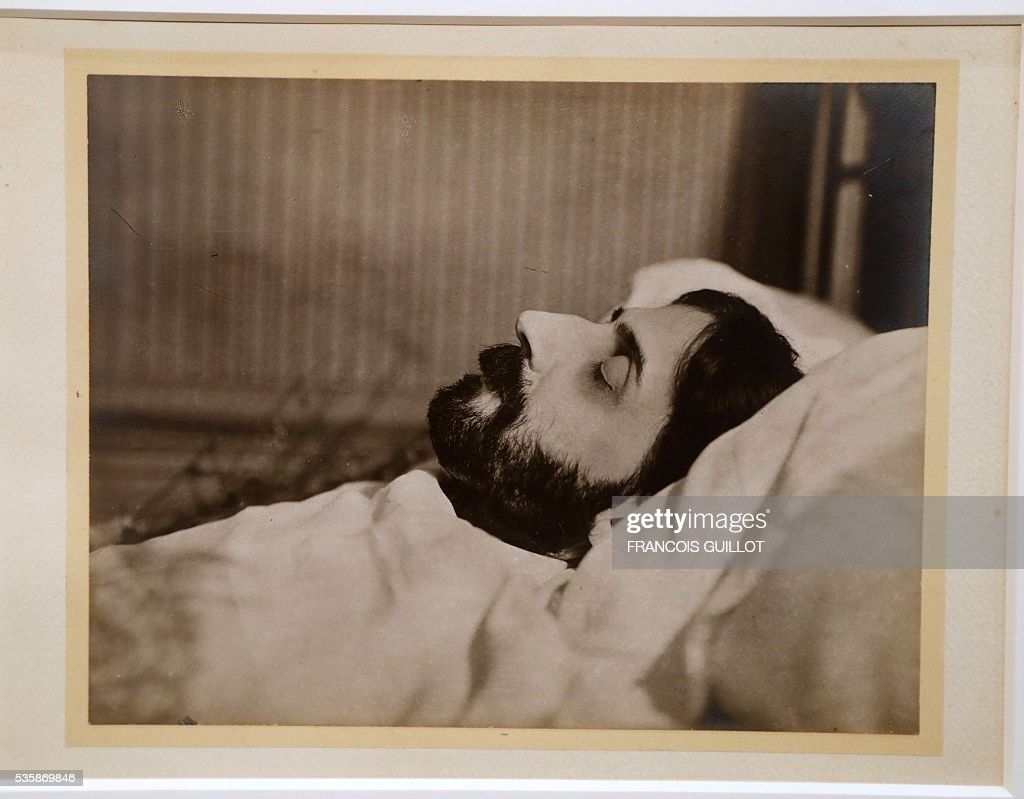 A picture shows a photograph of French author Marcel Proust on his death bed during the presentation of personal archives of French writer Marcel Proust, ahead of an auction at Sotheby's in Paris, on May 30, 2016. / AFP / FRANCOIS