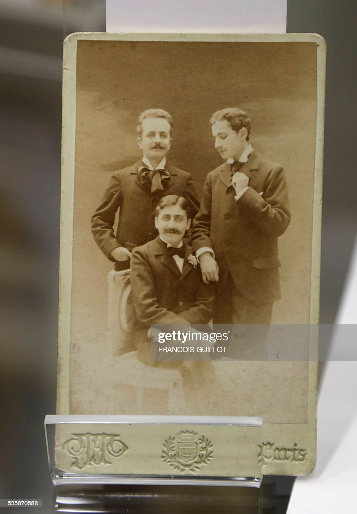 A picture shows a photograph of French writer Marcel Proust (C), French playwright and journalist Robert de Flers (L) and French writer Lucien Daudet (R) during the presentation of Proust's personal archives ahead of an auction at Sotheby's in Paris, on May 30, 2016. / AFP / FRANCOIS