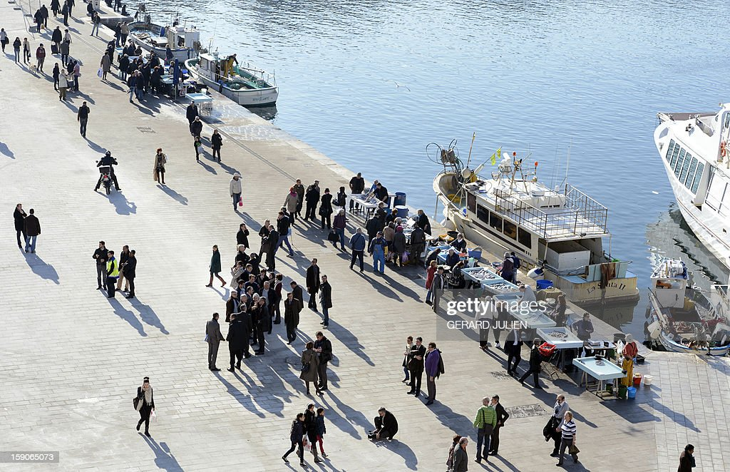 A picture shows a semi-pedestrian area where fishermen sell fish in the Vieux-Port district (old harbor) in Marseille, southern France, on January 7, 2013, as part of urban renewal by British architect Norman Foster for 'Marseille-Provence European Capital of Culture' in 2013. AFP PHOTO/GERARD JULIEN