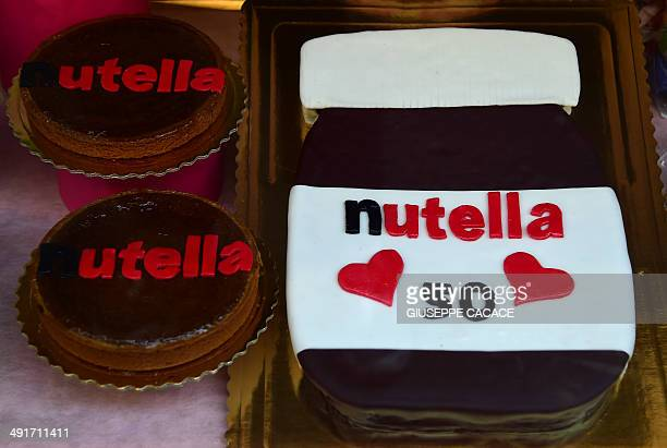 A picture shows Nutella's cakes in a shop window on May 17 2014 in Alba northern Italy during the celebrations of the 50th anniversary of Nutella the...