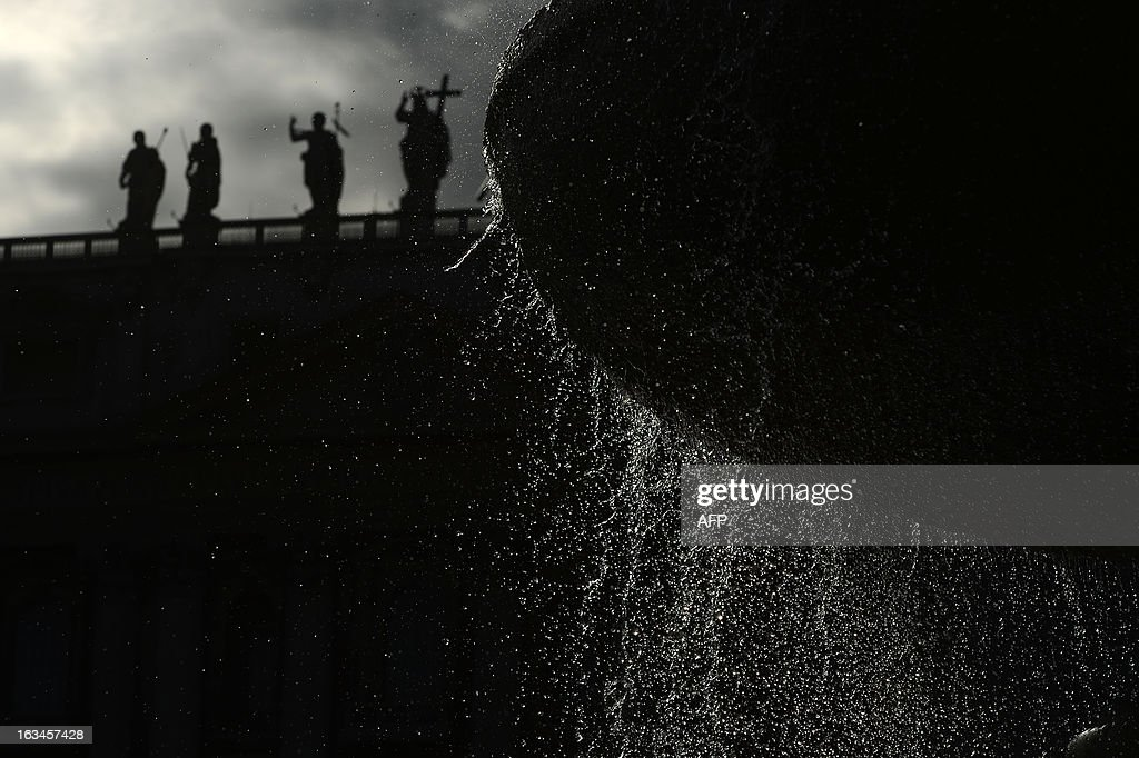 A picture shows the fountain at St Peter's square and silhouettes of statues on the colonnade at the Vatican on March 10, 2013. Roman Catholic cardinals from around the world will assemble in the Vatican's Sistine Chapel from March 12, 2013 for a conclave to elect a new pope in an unprecedented transition after Benedict XVI's historic resignation. AFP PHOTO / FILIPPO MONTEFORTE