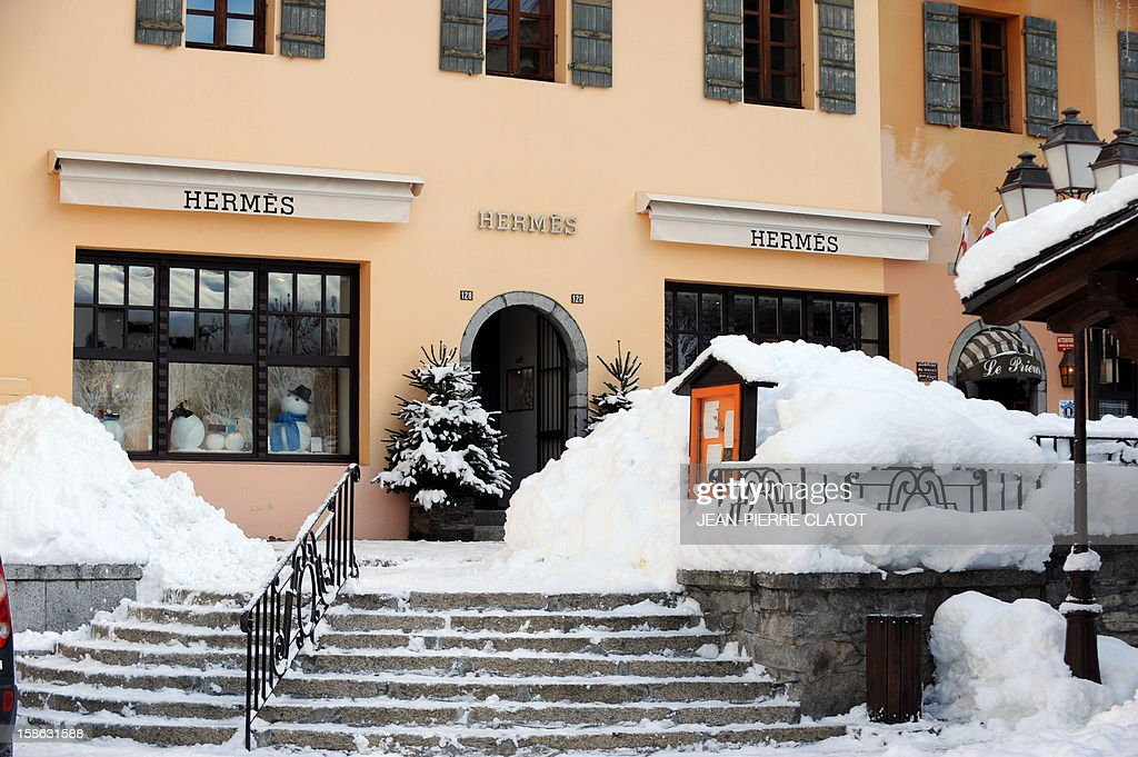 EMONET - A picture shows the front entrance of a shop of high-end French retailer Hermes on December 19, 2012 in the French luxury ski ressort of Megeve, French Alps.