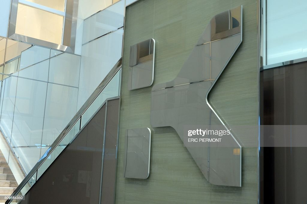A picture shows the logo of French shopping centre property group Klepierre, at Klepierre's headquarters in Paris on February 9, 2016. / AFP / ERIC PIERMONT