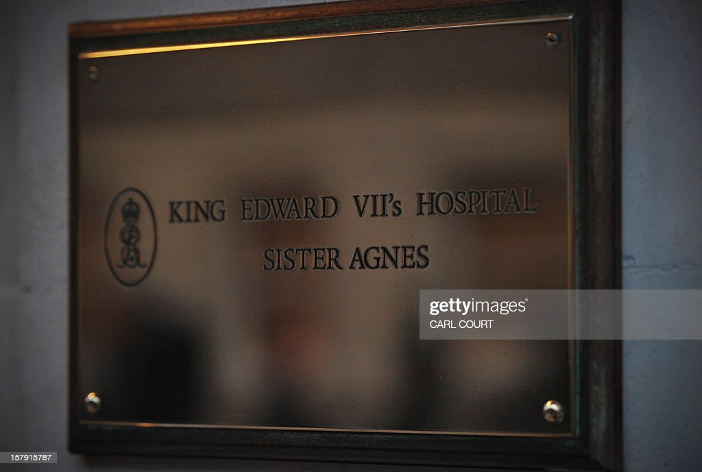A picture shows the plaque outside the King Edward VII hospital in central London on December 7, 2012 after nurse Jacintha Saldanha was found dead at a property close by. A nurse at the hospital which treated Prince William's pregnant wife Catherine, Duchess of Cambridge, was found dead on December 7, days after being duped by a hoax call from an Australian radio station, the hospital said. Police said they were treating the death, which happened at a property near the hospital, as unexplained. AFP PHOTO / CARL COURT