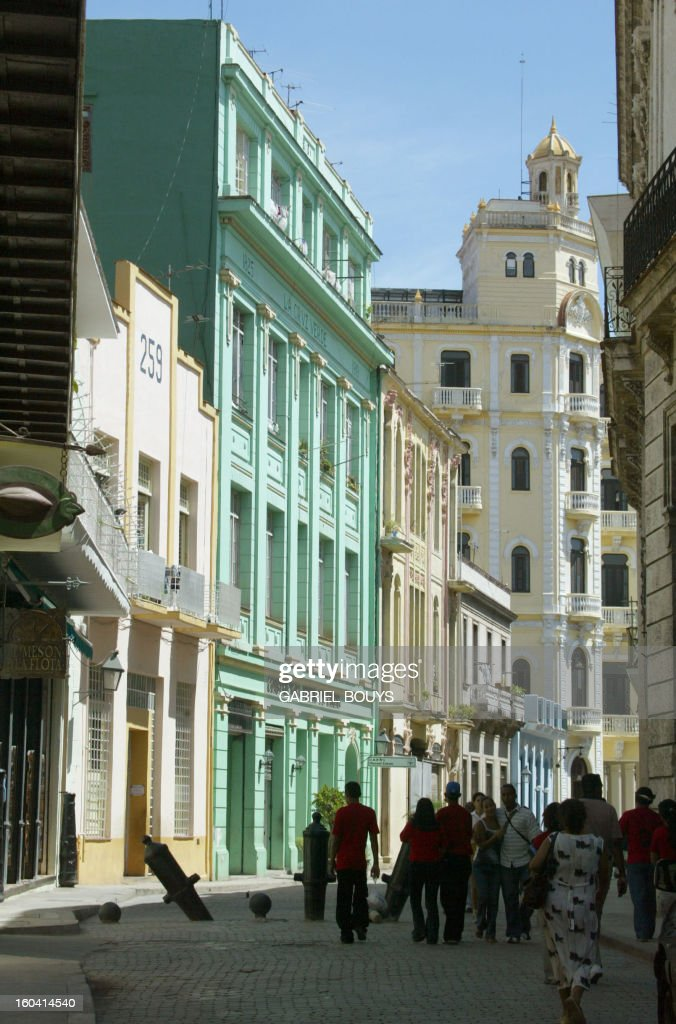 Picture taken 06 May 2004 downtown Havana of the facades built in Cuba's brief 'Belle Epoque' of colonial affluence.