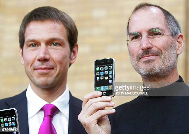 FILES Picture taken 19 September 2007 shows CEO of TMobile Rene Obermann and CEO of Apple creators of the iPhone Steve Jobs posing with iPhones...